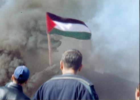 Qalqilya smoke and flag - Gaza: What can i, as a muslim do ?